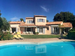 211005 5-bedroom provencal villa,partly airco, pool 10 x 7 meter, centre at 2 km