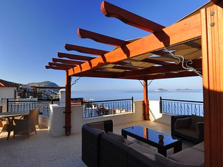 Spacious designer Villa, quiet location, Breathtaking Sea Views, sleeps 12