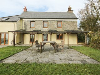 LOWER WEST CURRY FARMHOUSE, spacious, countryside views, pet-friendly, in
