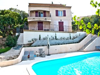 210994 6-bedroom villa for 13, small sea view, heated pool 10 x 5, beach 1.3 km