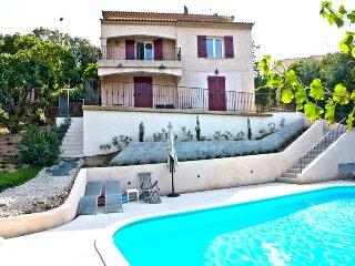 210994 6-bedroom villa for 13, small sea view, heated pool 10 x 5, beach 1.3 km