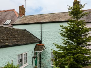 CHAPEL COTTAGE,  enclosed garden, close to beach, Weymouth, Ref 940157