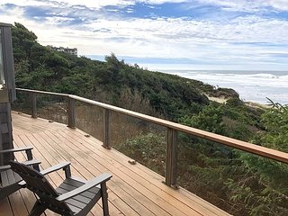 Experience beautiful timbers & oceanfront views near the heart of Nye Beach!