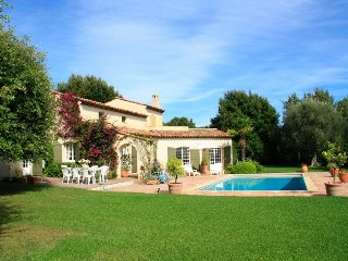 211000 4-bedroom villa, sea view, partly airco, 4500 m2 garden, 11 x 5 pool, BBQ
