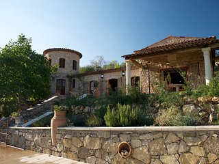 208106 quietly located 5-bedroom villa, heated pool 17 x 7 mtr, summer kitchen