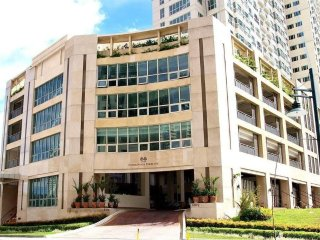 Forbeswood Parklane | 1BR near St Luke BGC | 3 Adults
