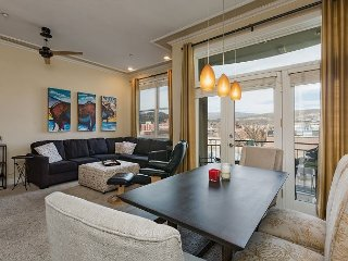 Heart of Downtown, Luxury Condo - 1 Block from Main Avenue and Train Station