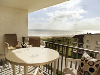 Penthouse Ocean View Condo - Fantastic Location & Amenities