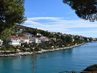 Seaview Apartment Skale II first row from the sea with garden EOS CROATIA