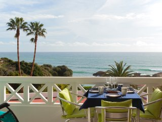 Fantastic one Bed apartment front beach