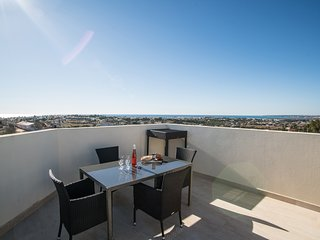 Large roof terrace with BBQ, sunbeds, amazing views