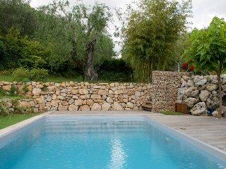 33618 3-bedroom villa,beautiful mountain view,landscaped garden,pool 10 x 7 mtr.