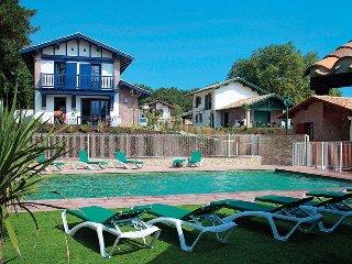 200491 modern villa for 8, shared heated pool, beach at 3km, golf at 3.2km, Wifi