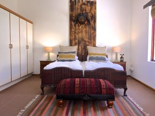 Grace Walk Guesthouse - Obsidian Suite