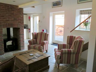 DOODALE COTTAGE, spacious barn conversion on a working farm with Highland Cattle