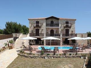 Villa Paraskevi-4 bedroom villa with private pool
