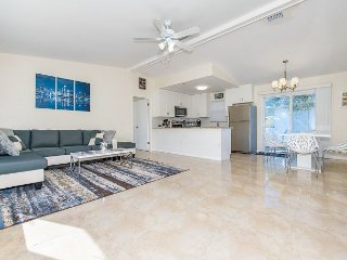 Chic and Contemporary 3BR – Recently Renovated, Large Patio, Close to Beach