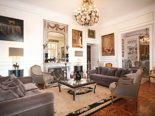 Stunning 180m2 Art Nouveau apartment 8 mins from beach in Cannes