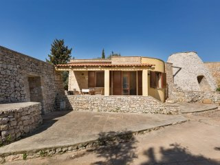 837 House in a Masseria with Pool in San Gregorio di Pat?