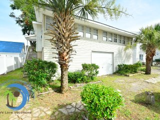 Fun in the Sun Right! 100 yards to the Beach! PET FRIENDLY!
