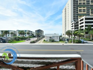 Ocean Front Ocean Dr Cottage-Beach in backyard PET FRIENDLY!