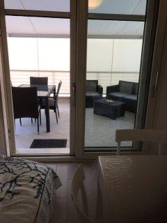 tavolo esterno con salotto esterno