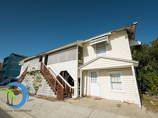 Korner Kottage Right- Ocean Blvd House! PET FRIENDLY!