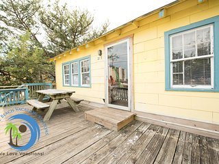 Beach PONG House - 100 yrds to OCEAN! Pet Friendly!