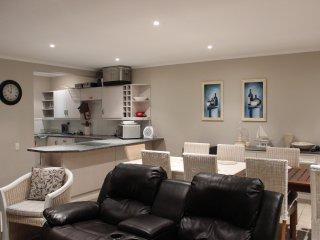 Open plan kitchen, diningroom, lounge