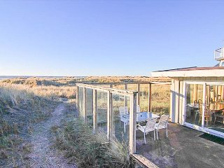 Beautiful Classic Beachfront Three-Bedroom Near Manzanita Golf Course!
