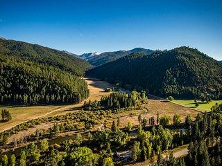 2 Home Lrg Group Rental, 1 mi. Private Riverfront, Private Piquett Creek Access