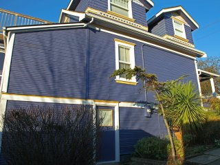 2 bedroom garden suite on Fifth Street right near Quadra Village