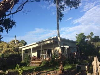 Moruya  Artist House, beautiful new house with sunny garden, view of mountains