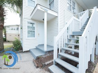Shore Fun one Bedroom.100 yards to the Beach! Pet Friendly!