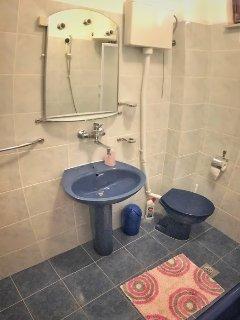 A3(4+1): bathroom with toilet