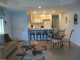 *Sleeps 8 - Great HH Location* 3 Bd/3ba* CLOSE TO POOL! Short Dist to Shady's