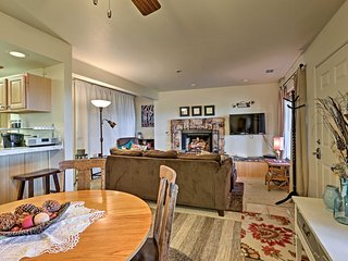 Cozy Stateline Condo w/ Community Hot Tub & Views!