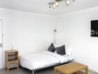 Bright and airy 2 bed flat in Angel w/balcony