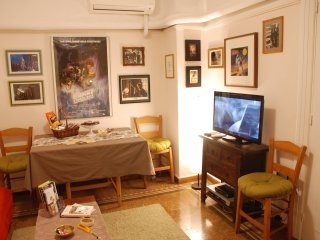 Beautiful 2 bedroom apartment (National Archaeological Museum Area)