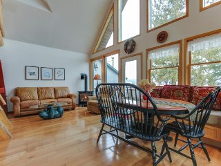 Charming lakefront cabin with lake views, dock access, & prime location