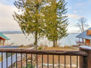 Charming lakefront cabin with lake views and great location for exploring