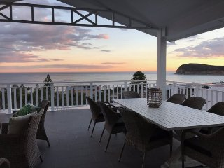(New) CopaView Beach House - Breath taking views,100m to beach + Free night!