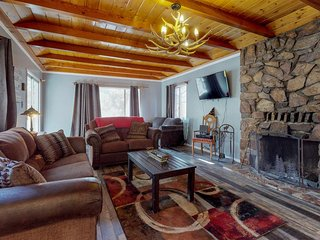 Mountainview cabin with a wood fireplace - great location near golf course