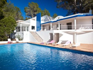 VILLA CAN HERMANOS: Free Wifi, private pool and sea views.