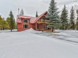 Dog-friendly home w/natural surroundings, private hot tub, near lake & skiing!