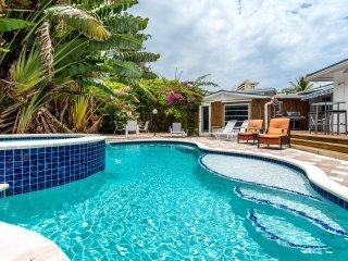 Dolphin Isles Paradise: 5 Min Walk to Beaches, Heated Pool/Hot Tub