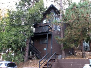 Enchanting dog-friendly cabin w/bumper pool table, close to hiking & watersports