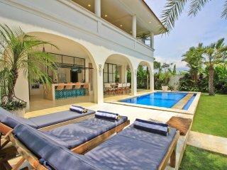 Large Modern Villa Canggu Ricefields