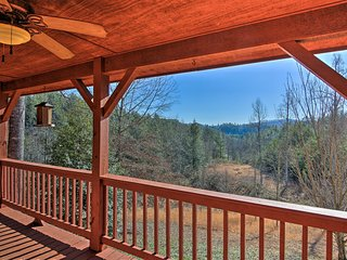 Murphy Cabin w/Smoky Mtn Views & Deck-10 Min to DT