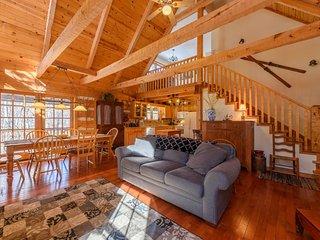 3BR Cabin, Seven Devils Mountain, Fire Pit, Grills, Hammock, Wooded, Creekside